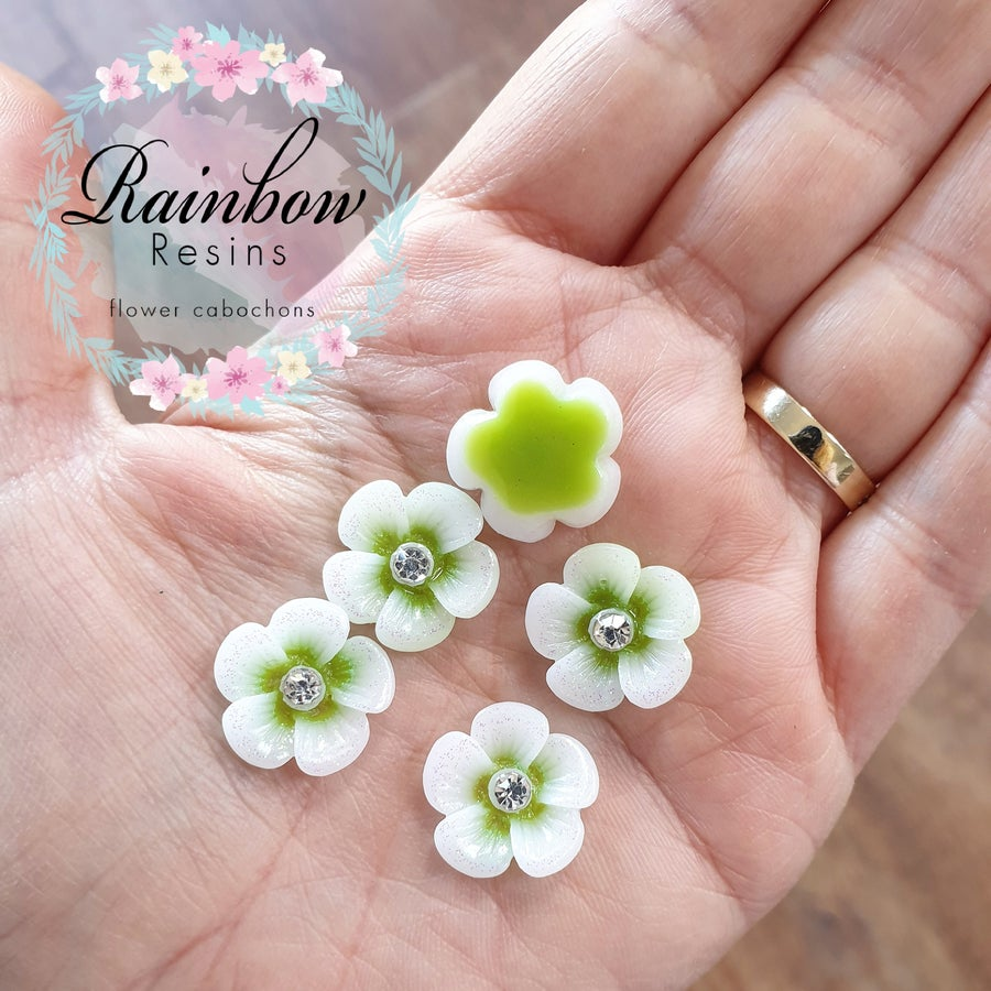 Image of Pale green daisies with glitter and diamantes x 10