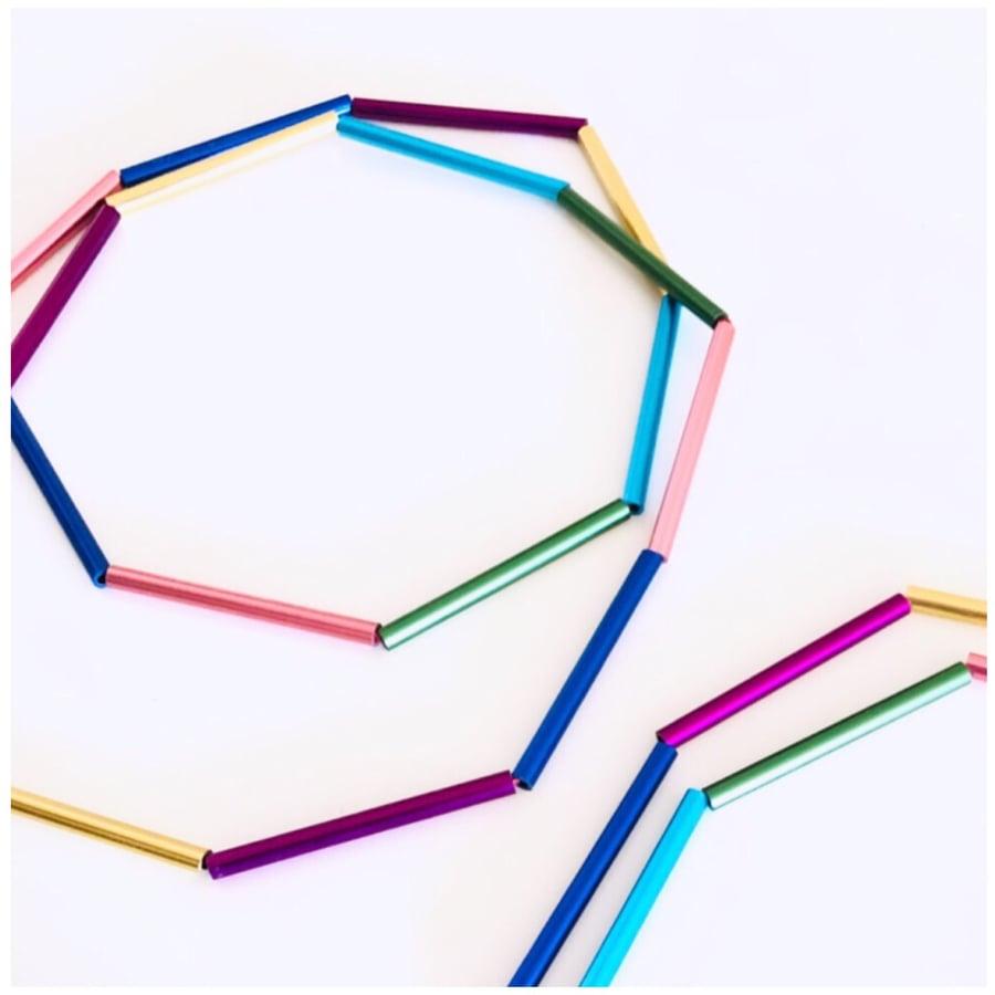 Image of Collaret geomètric colors. Collar geomètrico colores