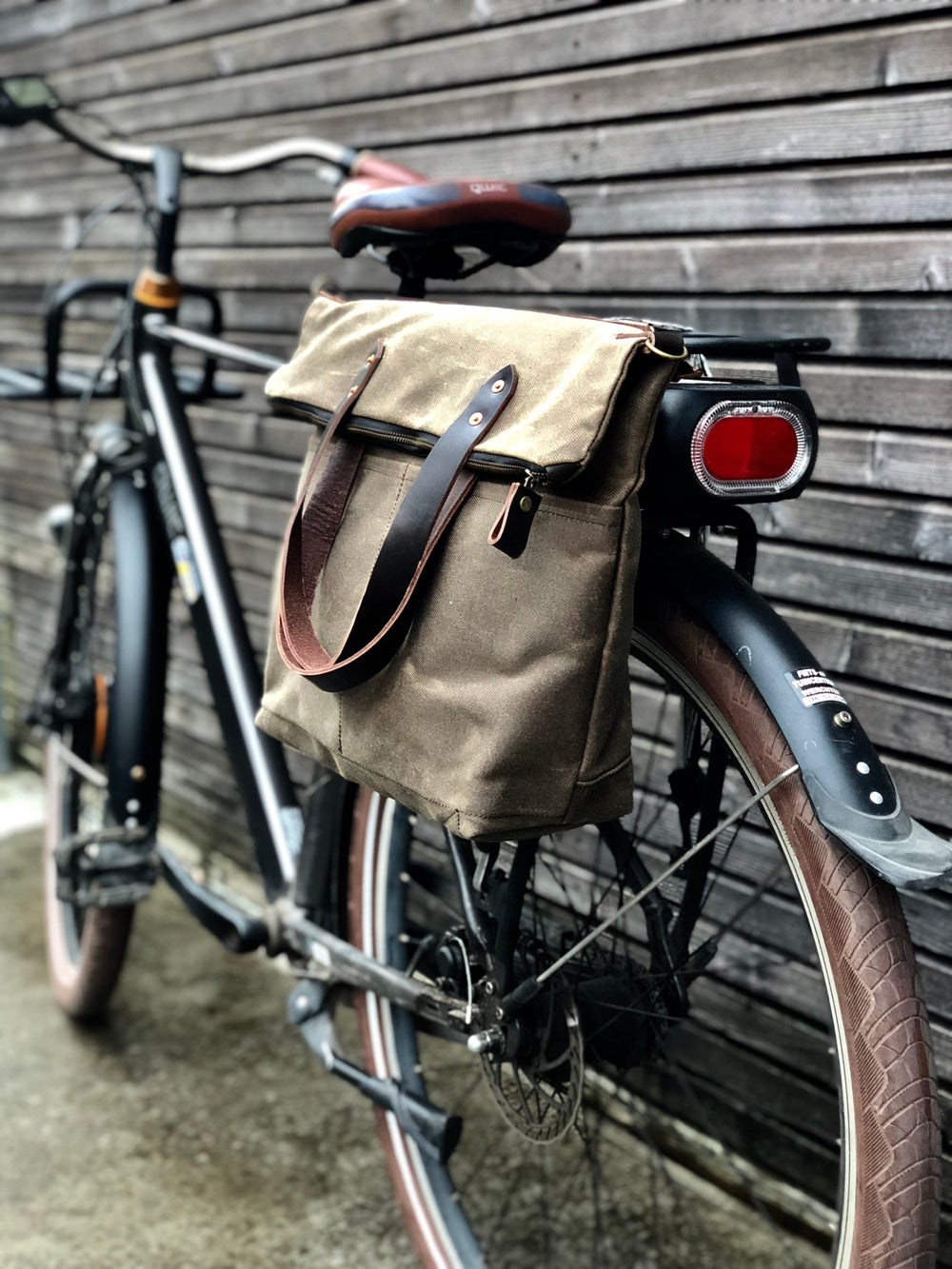 Image of Bike pannier / bicycle bag in waxed canvas with zipper closure / tote bag / bike accessories