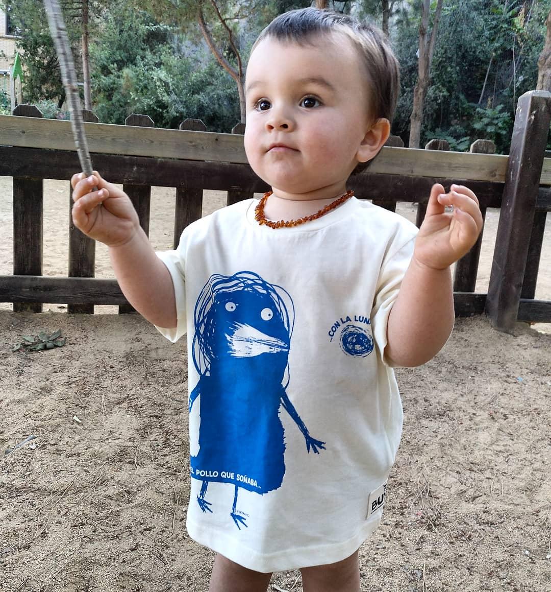 """Image of Camiseta con ilustración """"El pollo que soñaba con la luna"""""""