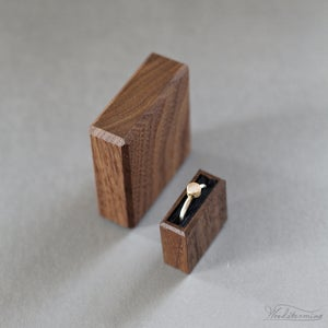 Image of Slim engagement ring box with purple pull tab