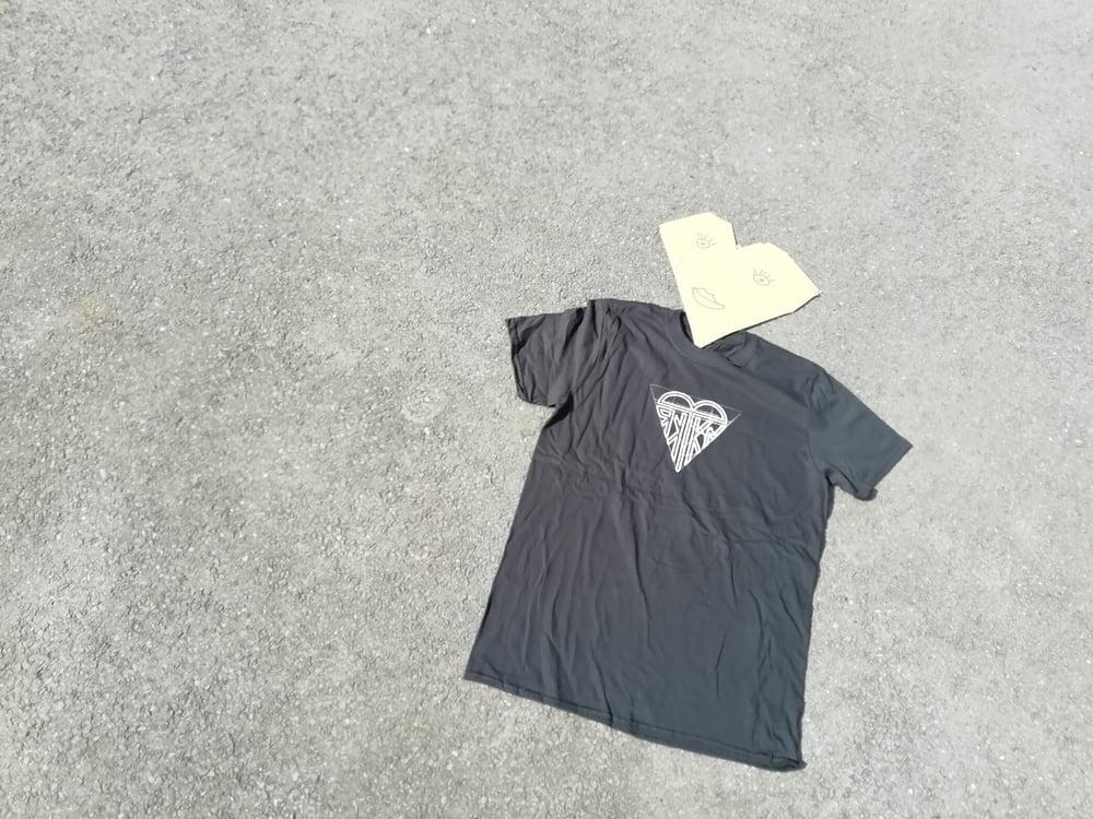 """Image of T-SHIRT """"WHITE HEART"""" BLACK"""