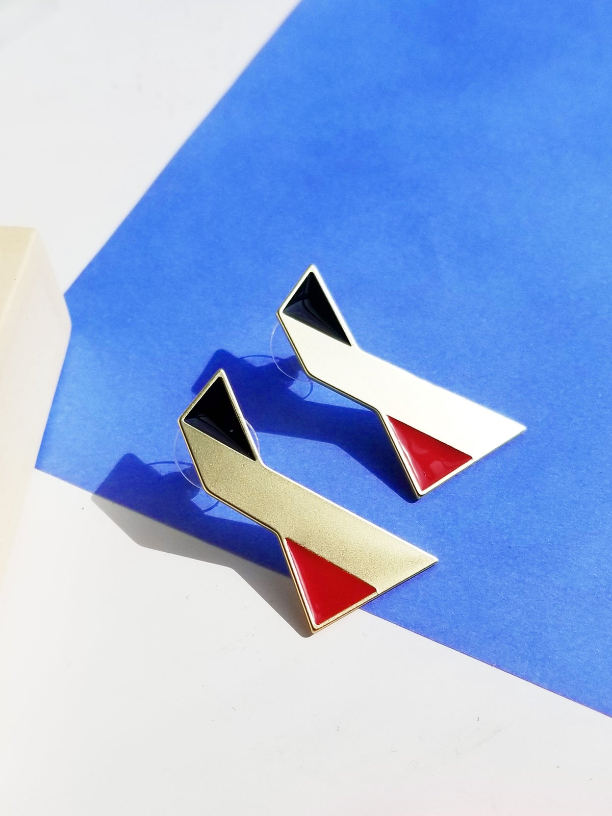 Image of Twisted earrings • Stainless steel • Silver • Red