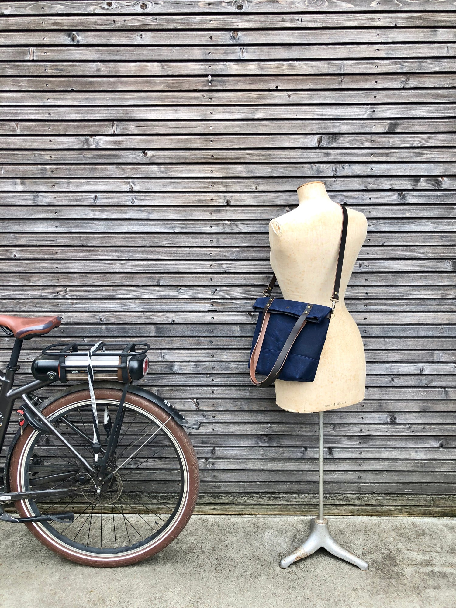 Image of Waxed canvas folded bicycle bag / tote bag / bike accessories