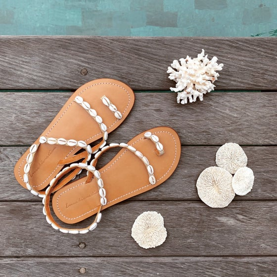 Image of The Seashell Sandals - Natural Gold