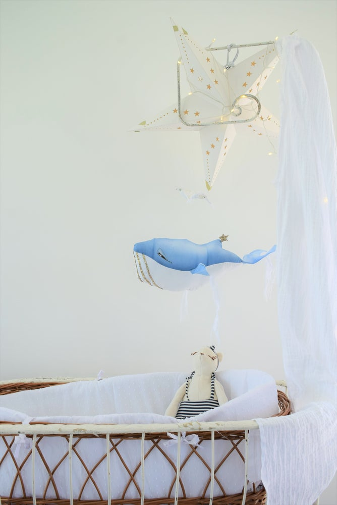 Image of ORPHEE - Baleine bleue peinte main à suspendre