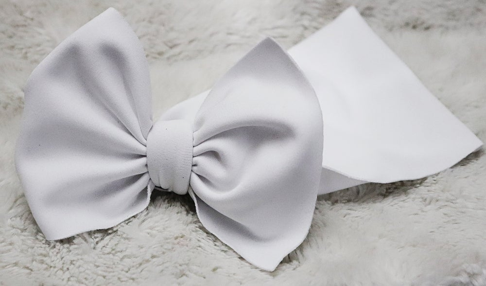 Image of White bow