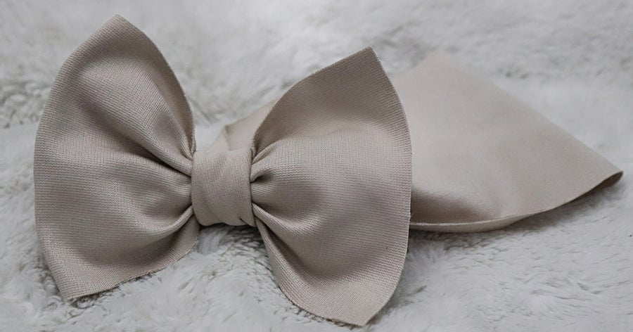 Image of Nude bow