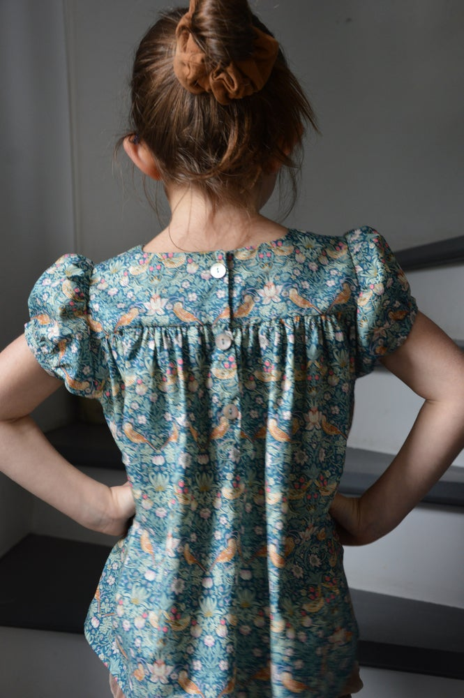 Image of Blouse a smocks liberty strawberry canard manches ballons