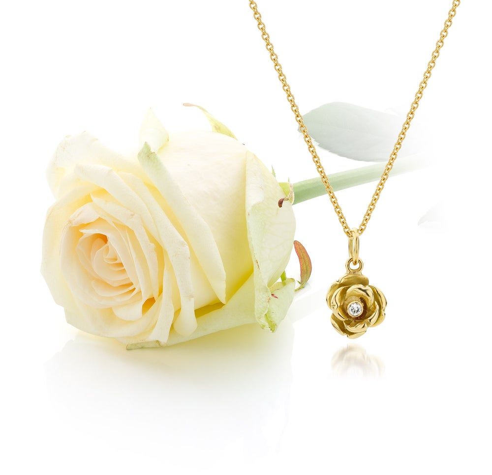 Image of golden pendant 'queen of roses' with laboratory diamond