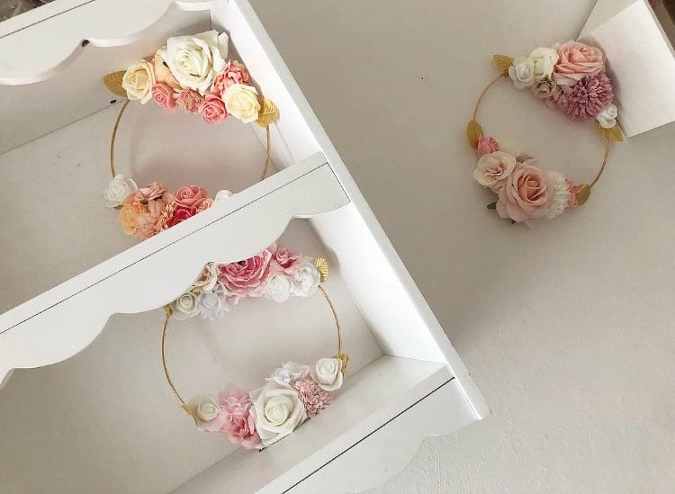 Image of Couronnes fleurs sur cercle en métal 20cm