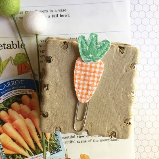 Image of Quilted Carrot Clip