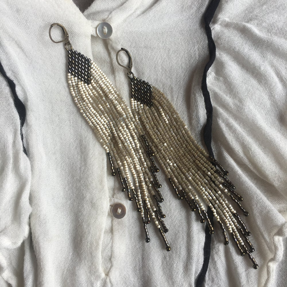 Image of NEWPORT 1922 - Antique cream fringe earrings
