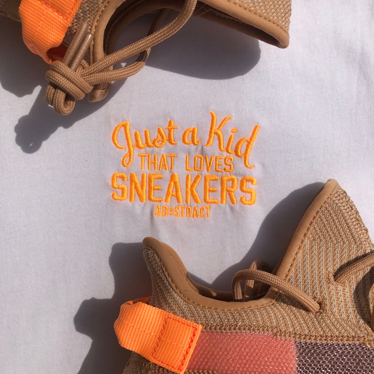 "Image of JUST A KID THAT LOVES SNEAKERS EMBROIDERY ""CLAY"" T-SHIRT"