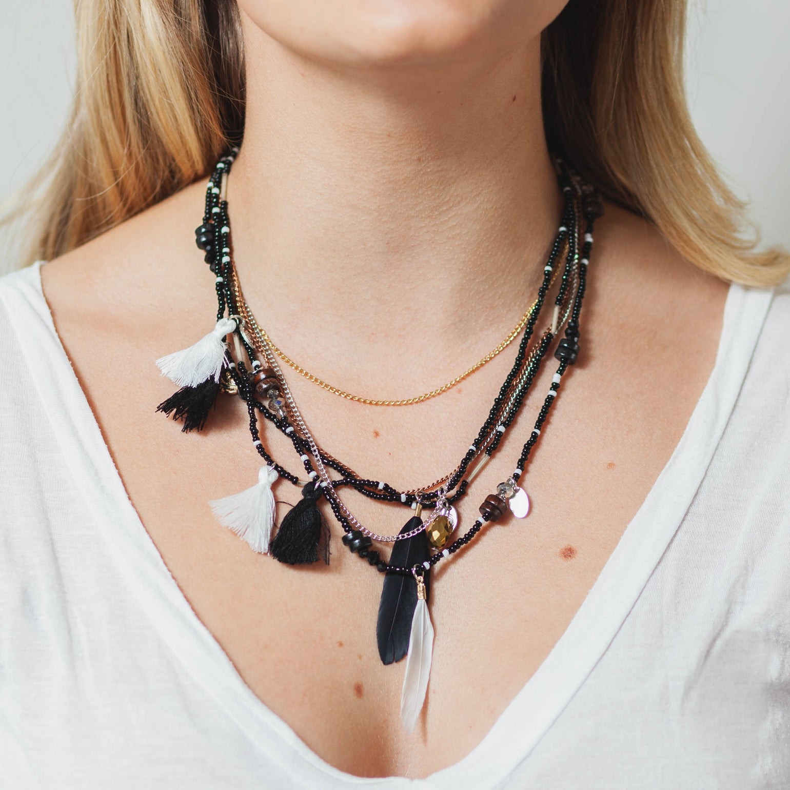 Image of B+W BEADED FEATHER NECKLACE