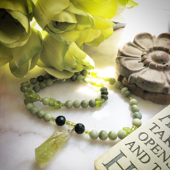 Image of Healing your heart/Green Calcite/Connamara/Green Matte Jade/Green Sandstone