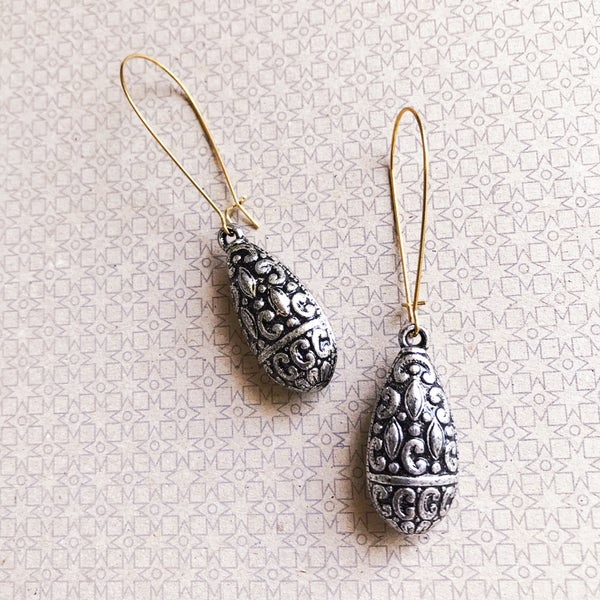 Image of Vintage Lucite - Embossed Silver Drops