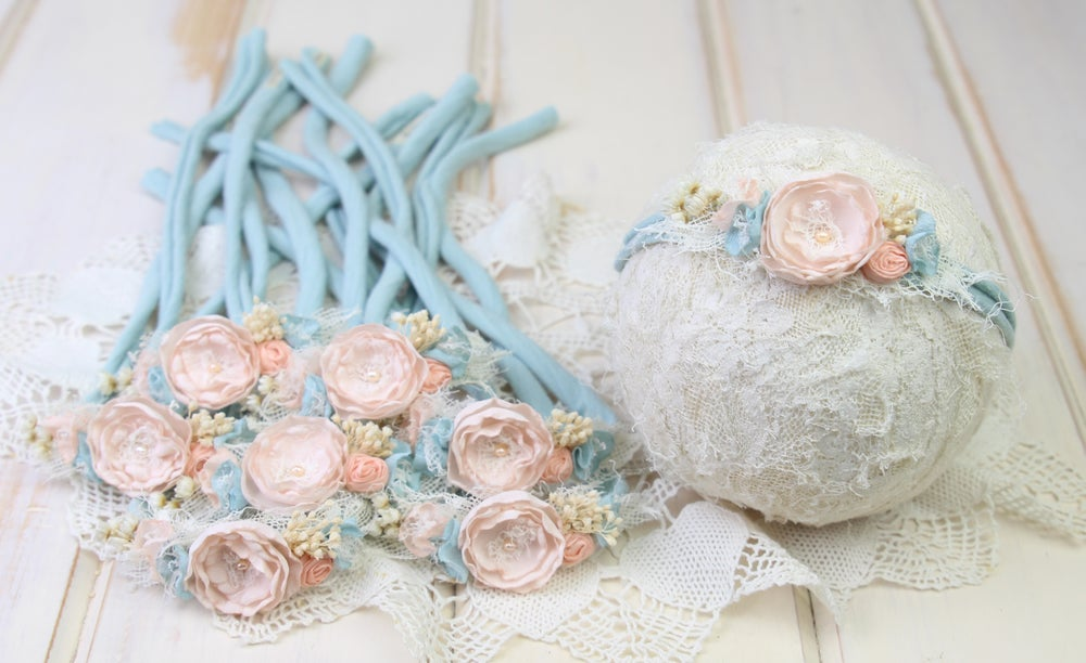 Image of Be Blue & Peach Tieback