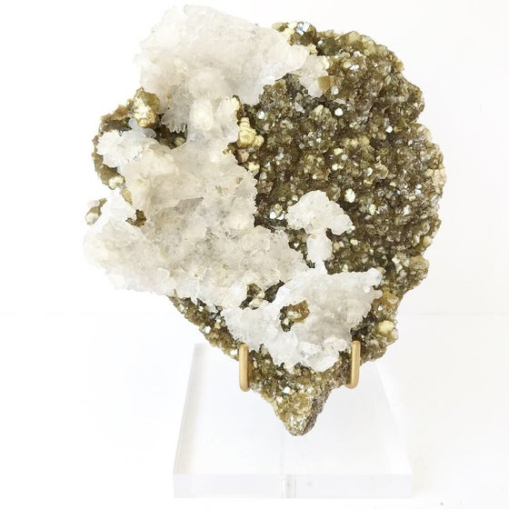 Image of Mica/Quartz no.04 Wildflowers Collection Lucite Pairing