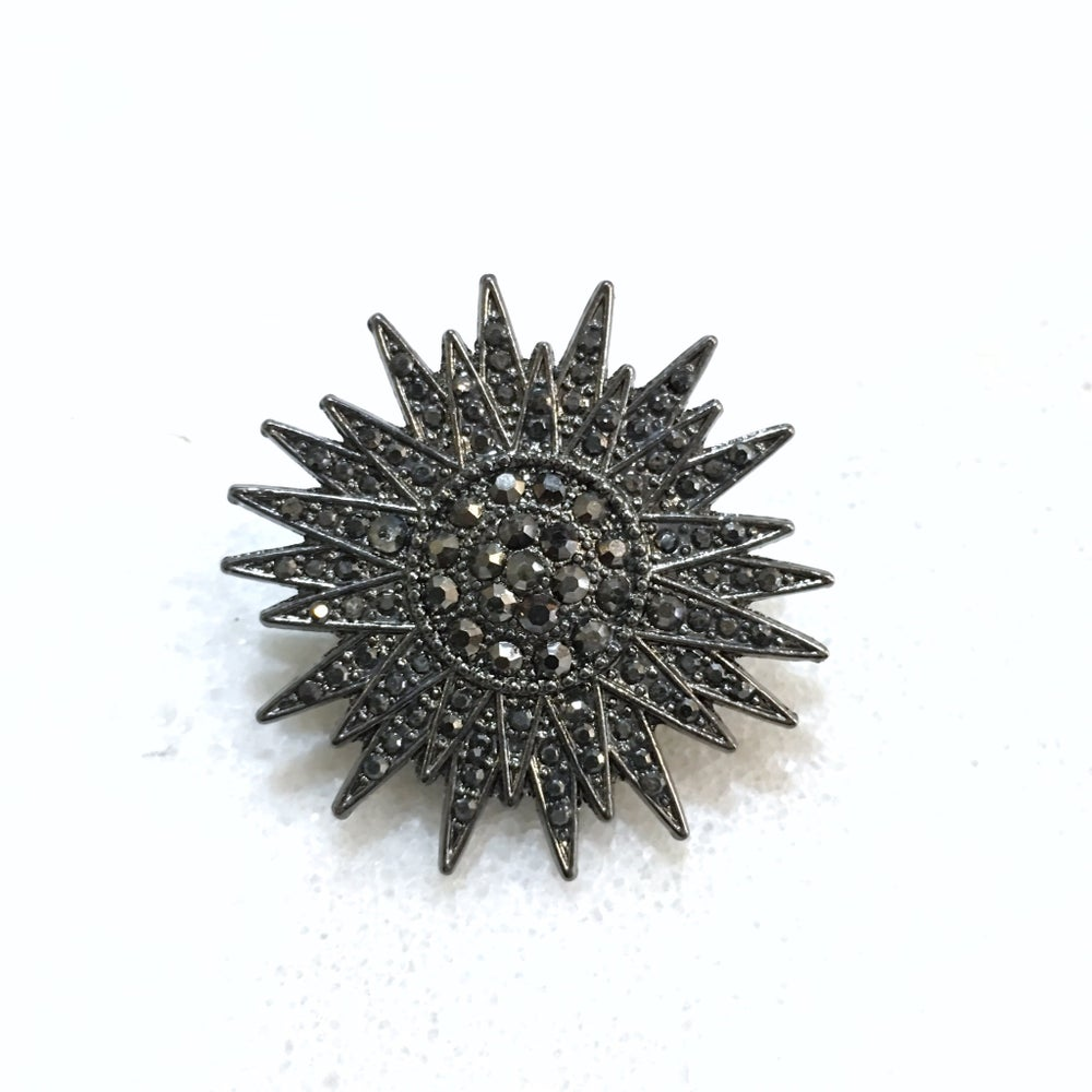 Image of GUN METAL STAR | LUXURY LAPEL PIN