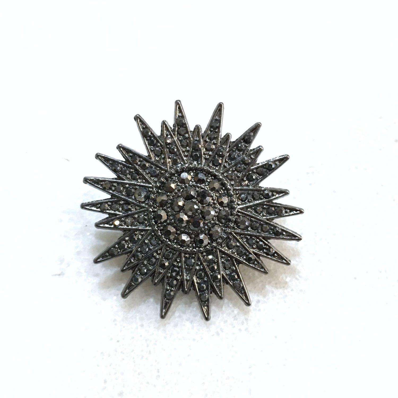 Image of GUN METAL STAR | LUXURY LAPEL PIN