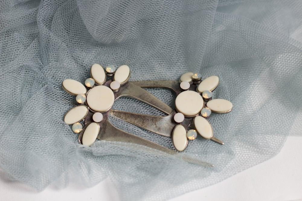 Image of Peina de plata con puntas y cristal