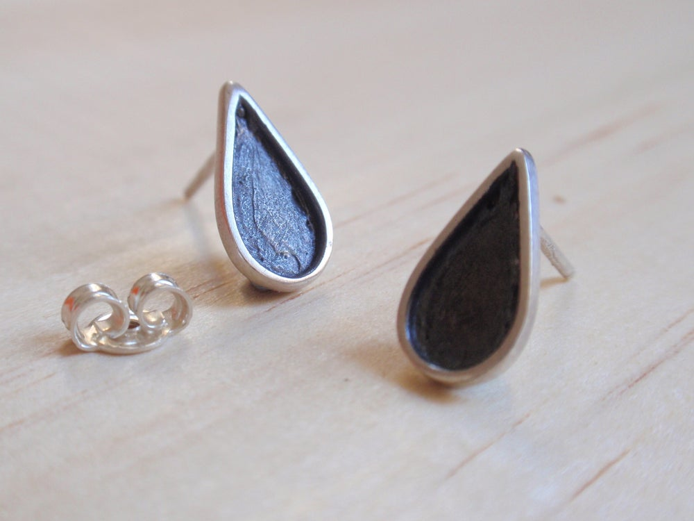 Image of Black Teardrop Stud Earrings