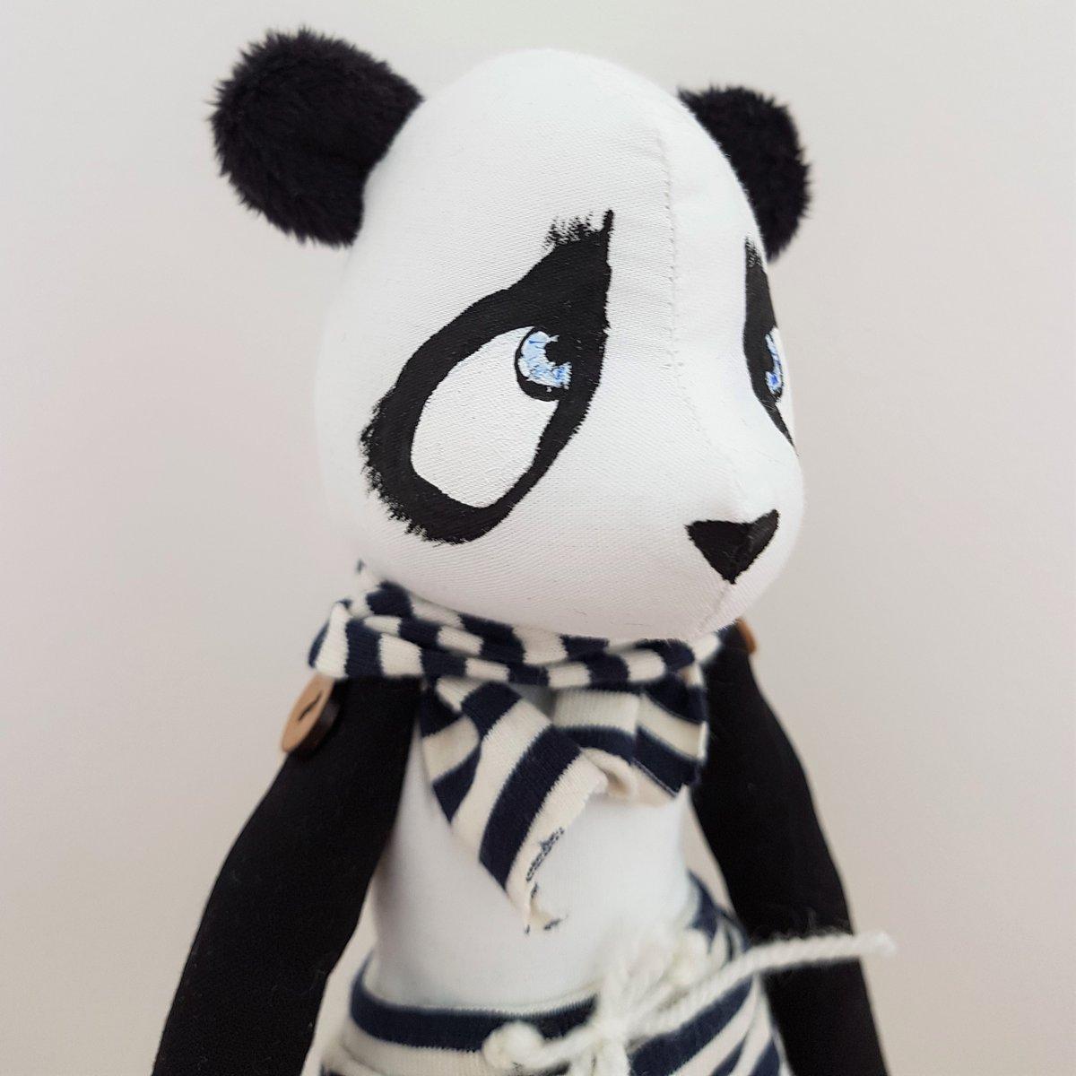 Image of HUGO - Poupée panda de collection 30 cm