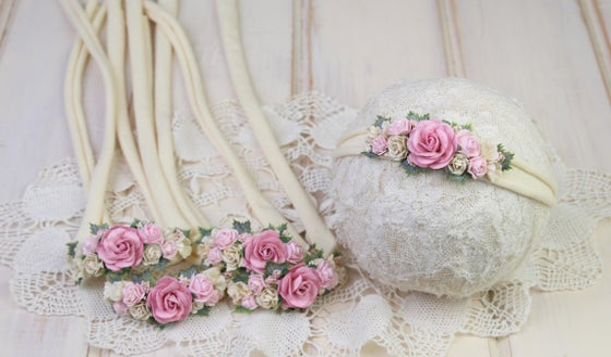 Image of Paper Flowers in the Garden Tieback - b