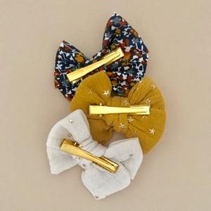 Image of Barrette double gaze moutarde étoiles dorées