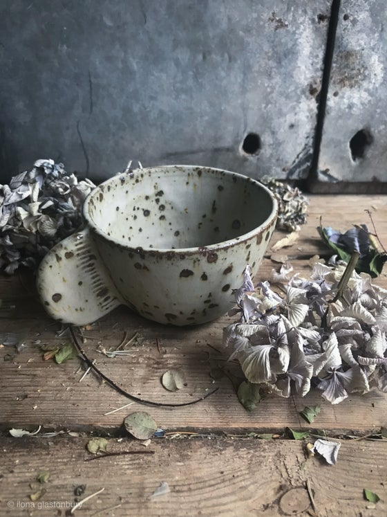 Image of Speckled tea cup with fin