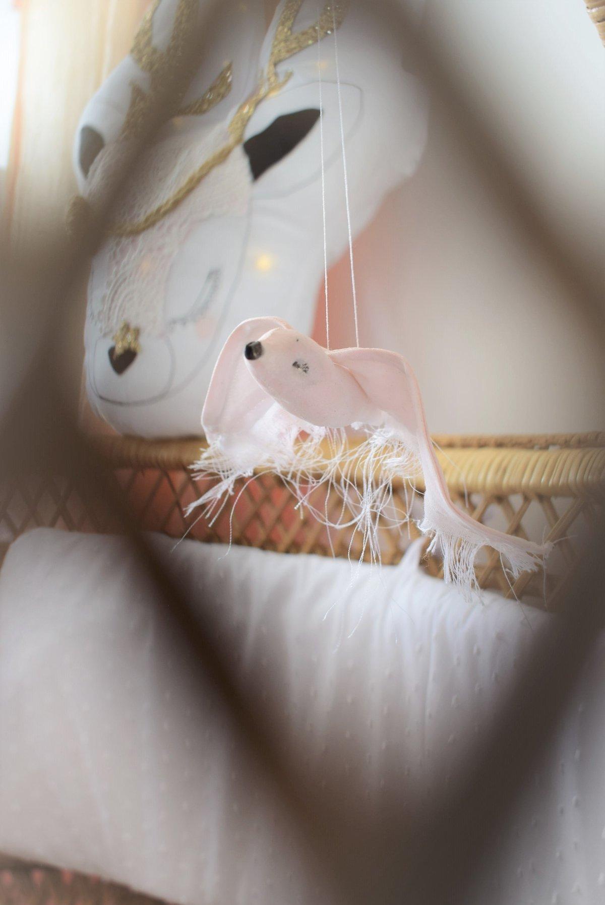 Image of ADELAIDE - Mobile hirondelle en tissu rose
