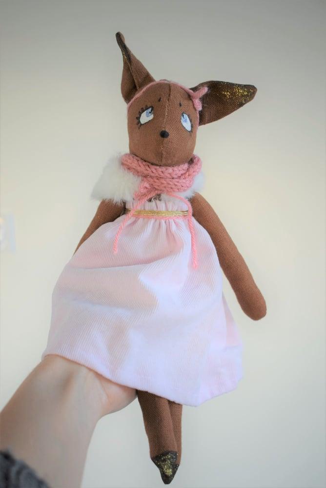 Image of *NOA - Poupée de collection renarde tenue rose