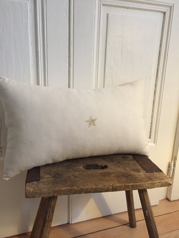 Image of Coussin long étoile brodée