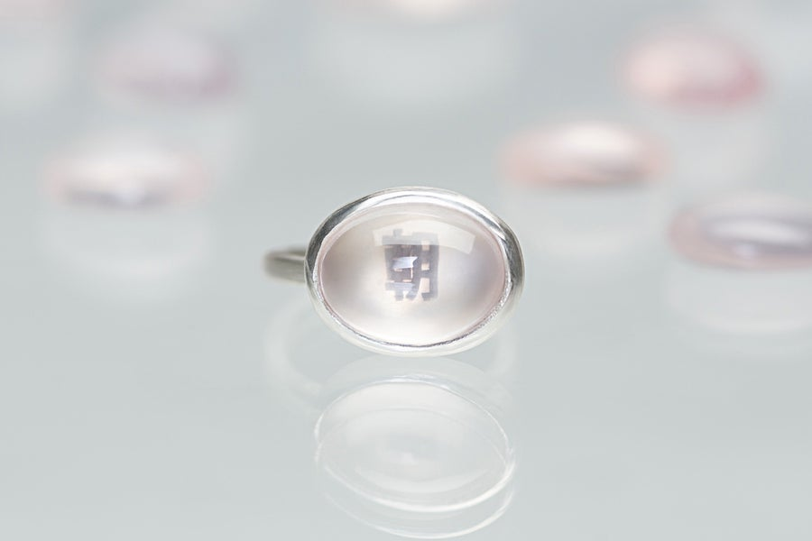 Image of silver ring with rose quartz 朝 (asa)
