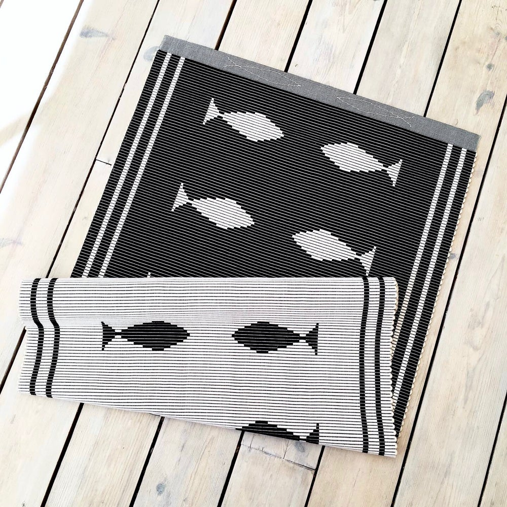 Image of Rug Fisk - black & white