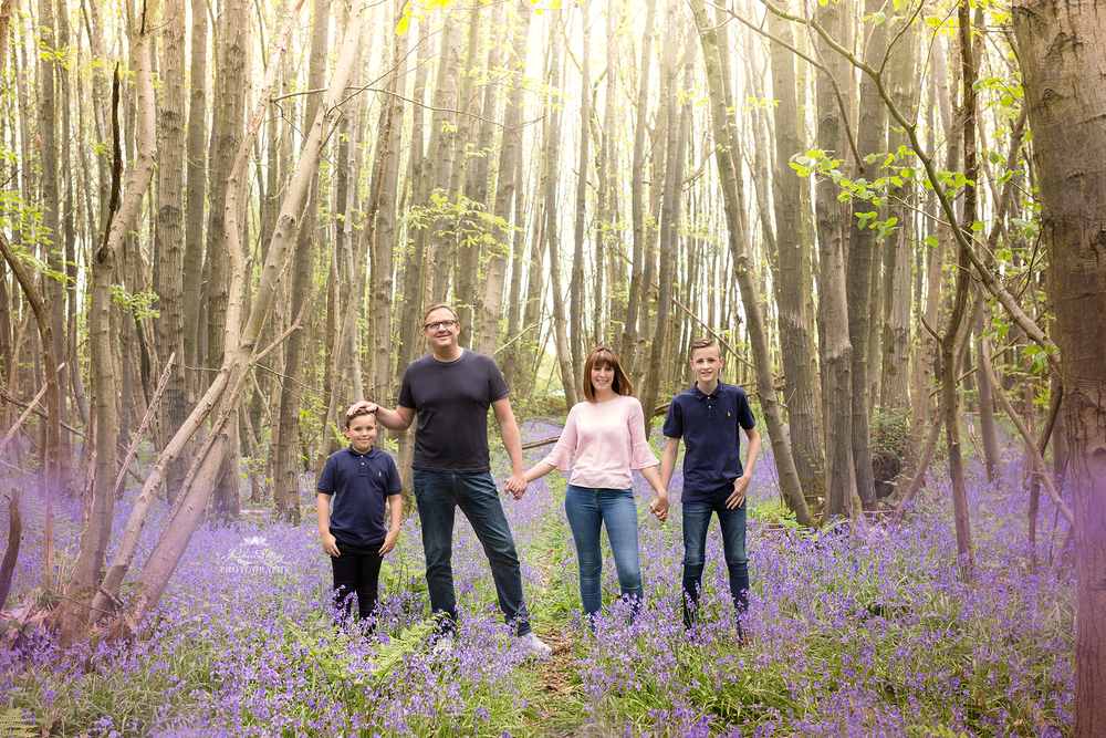 Image of OUTDOOR FAMILY SESSION