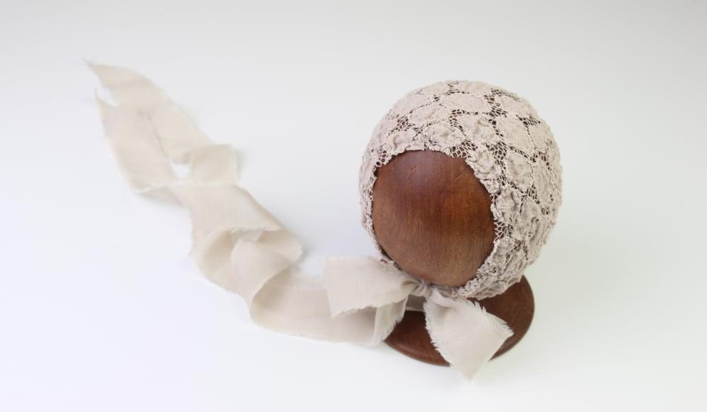 Image of Newborn Bonnet - F