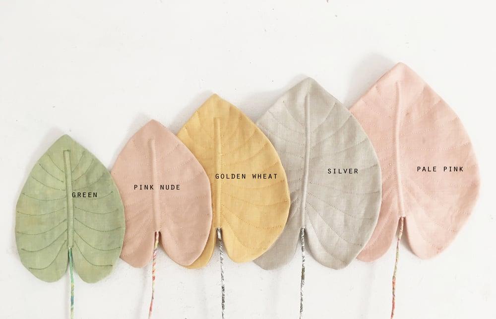 Image of cocon leaf (vegetable dye serie)