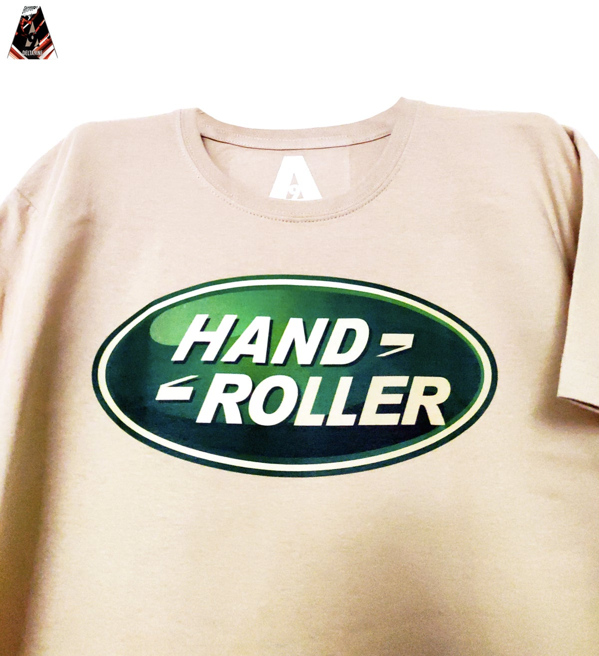 "Image of ΔELTA9INE ""HAND-ROLLER"" T-SHIRT"