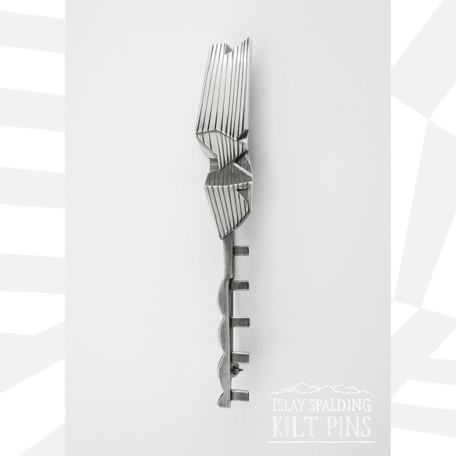 Image of V&A Dundee and Rail Bridge Kilt Pin
