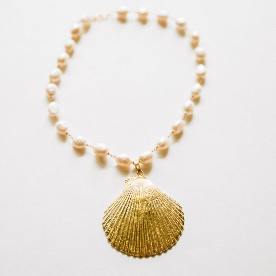 Image of The Pearl Gold Shell Choker