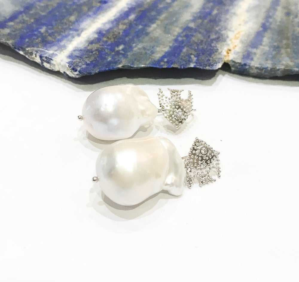 Image of Baroque Pearls on 925 Silver Fish Hooks