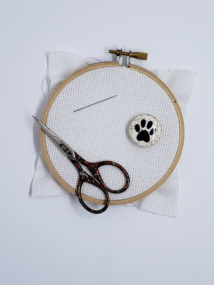 Image of Needle Minder - Pawprint Stone