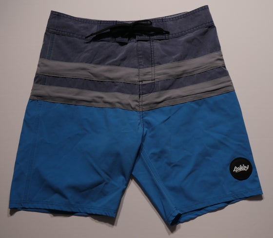 "Image of ""Free Bird"" board shorts *navy/grey/aqua"