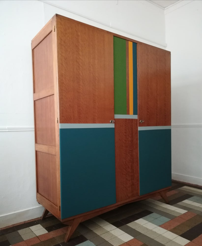 Image of Armoire color compas