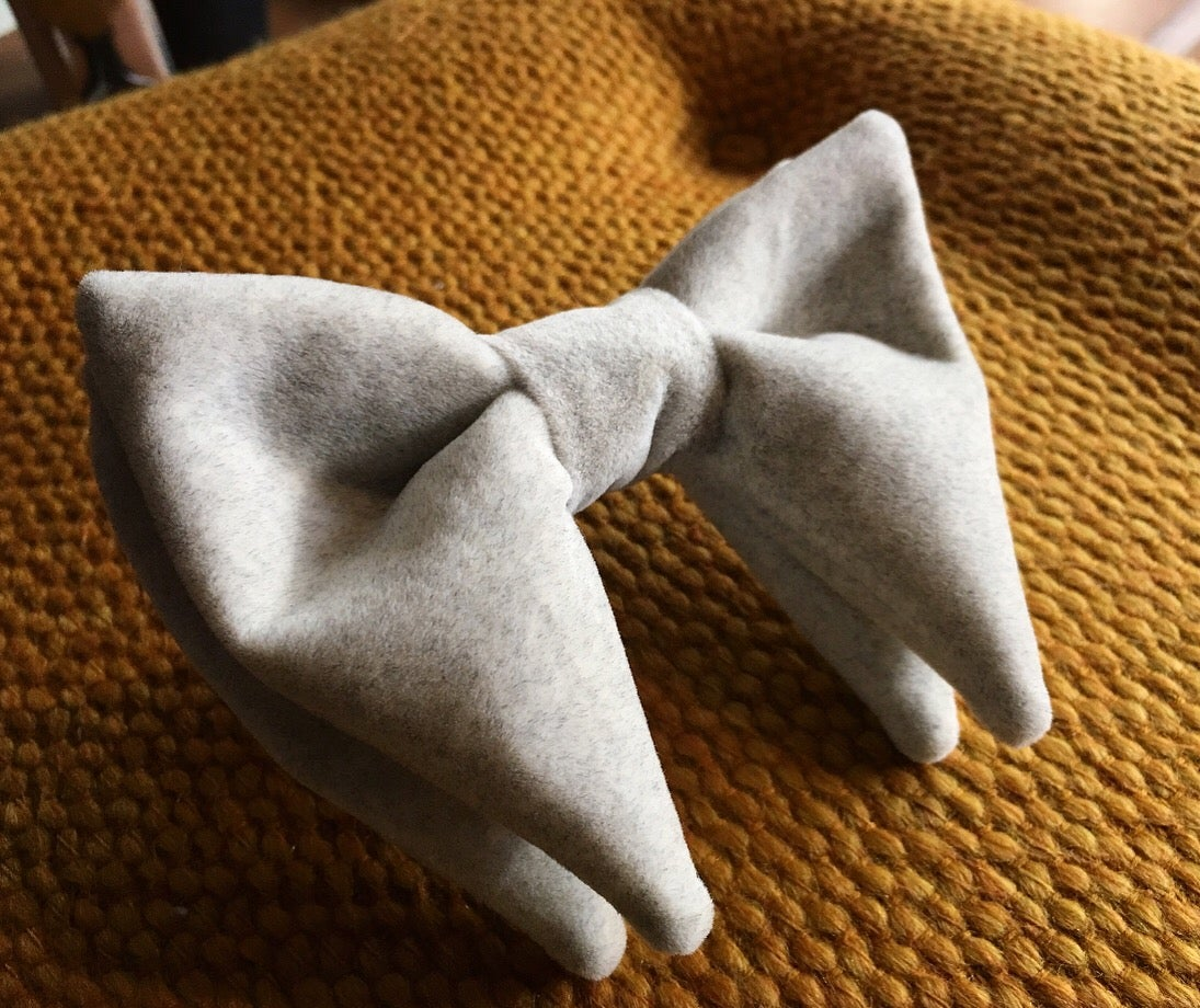 Image of LIGHT GREY   OVERSIZED EVENT BOW TIE