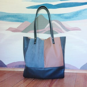 Image of XL Tote #1422
