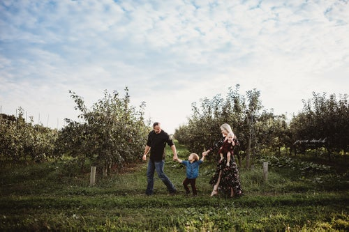 Image of Braces Orchard Family Mini-Sessions | 2020