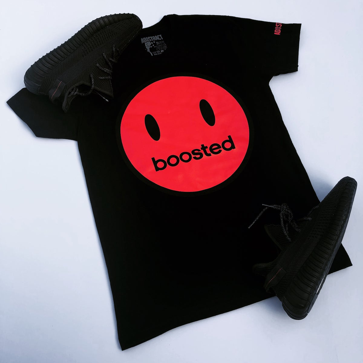 "Image of BOOSTED HAPPY FACE ""RED PRINT"" T-SHIRT"